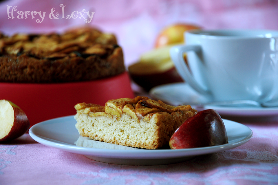 Easy apple cake recipe harry lexy 39 s workshop for Easy apple dessert recipes with few ingredients