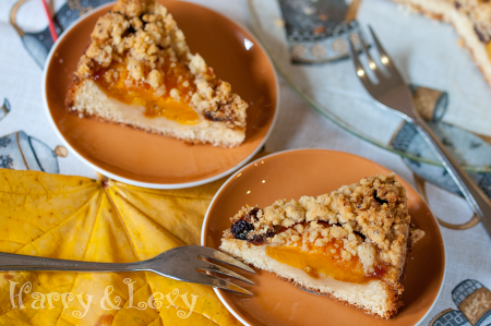 cake with peaches
