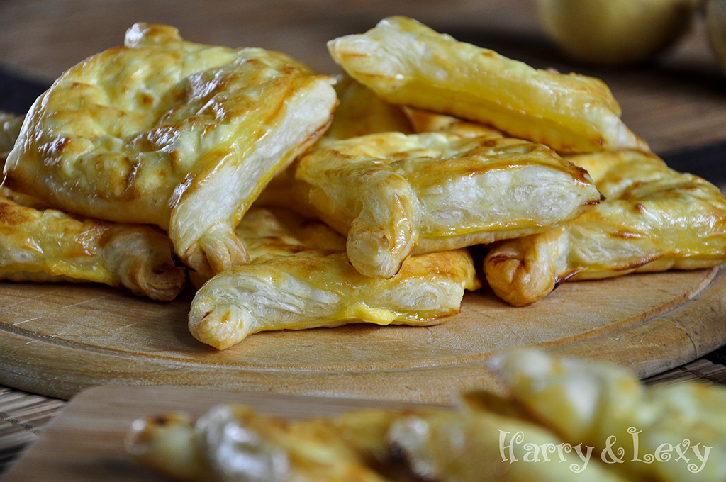 feta-cheese-puff-pastry-with-yoghurt-and-eggs-filling