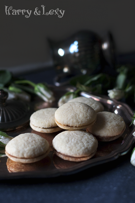 Sandwich Cookies with Mascarpone Filling
