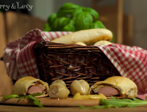 Домашни кренвиршки с къри сос
