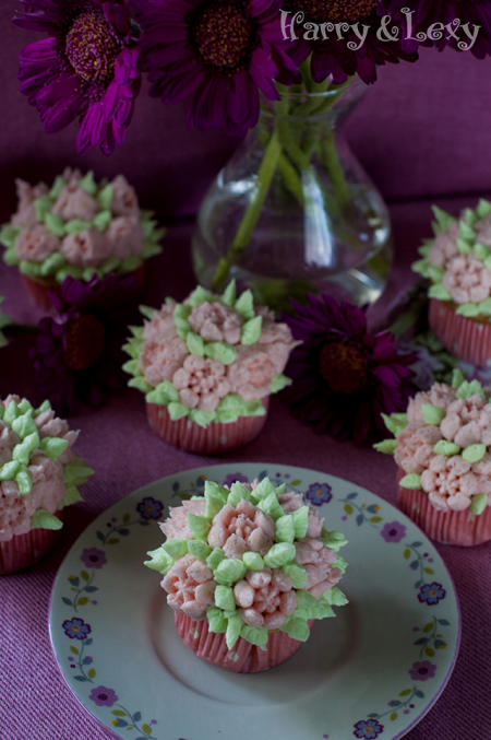 Vanilla Cupcakes with Flower Buttercream Frosting