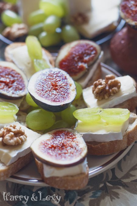 Brie and Fig Crostini Appetizer