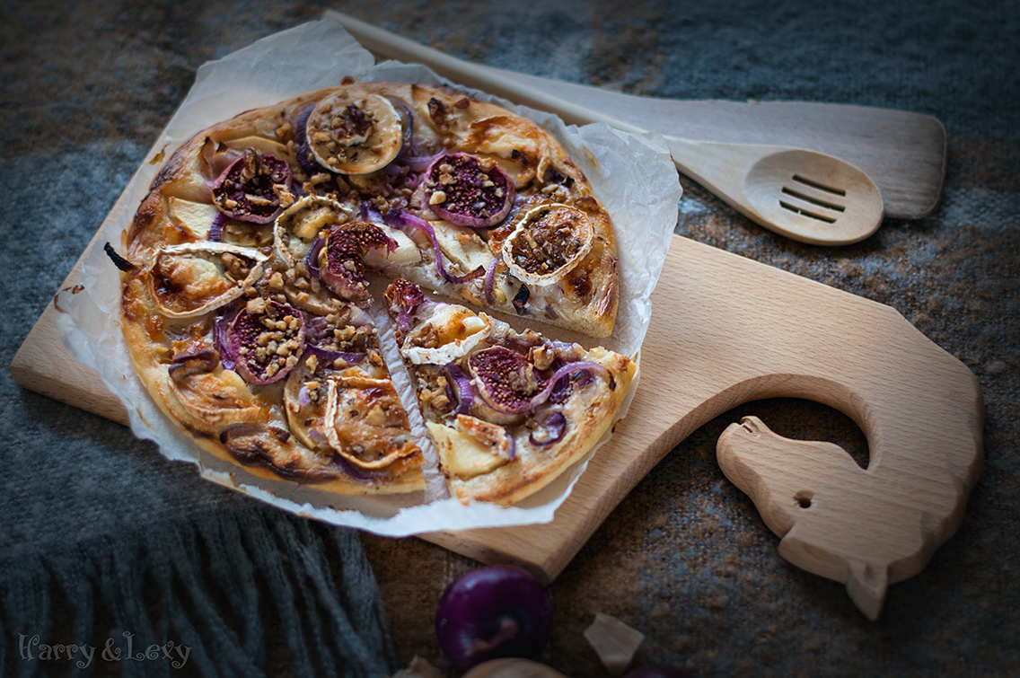 Goat Cheese and Fig Tart (German Pizza)